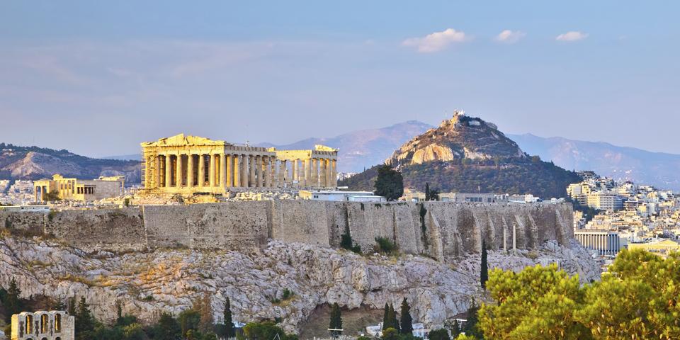 Akropolis med udsigten over Athen.