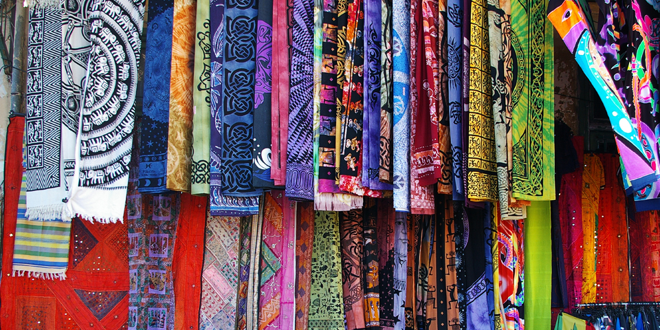 Smukt stof på markedet i Monastiraki.