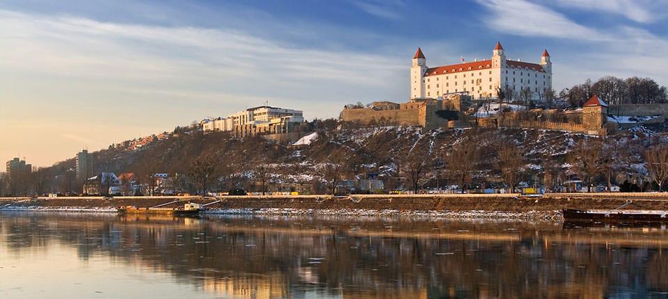 Højt over Donau troner Bratislavas lille borg.