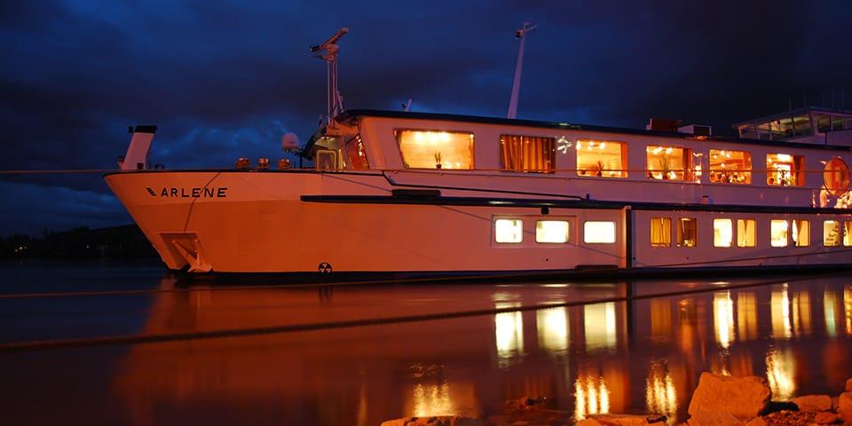MS Arlene lyser op i mørket - Krydstogt på Mosel og Rhinen