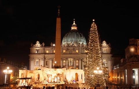 Juletræ foran Peterskirken - Jul i Rom