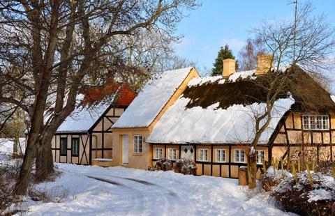 Fynsk landsby i vinterklæder - Vinterhygge paa sydfyn