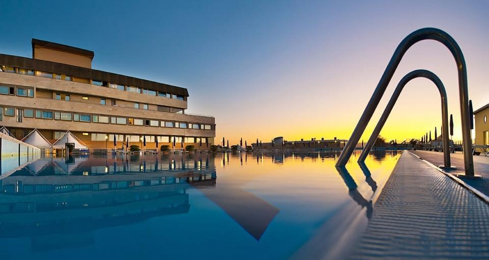 Poolområdet på Grand Hotel Continental i Tirrenia.
