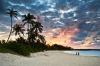 Par på strand i Caribien.