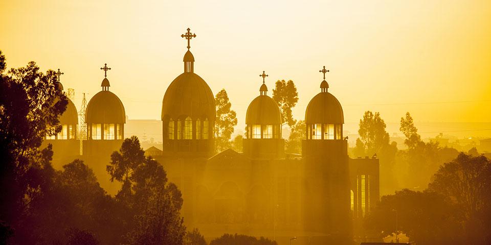 Solnedgang bag kirke i Addis Ababa.