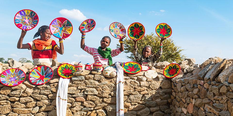Souvenirsælgere ved Dronningen af Sabas palads uden for Axum.