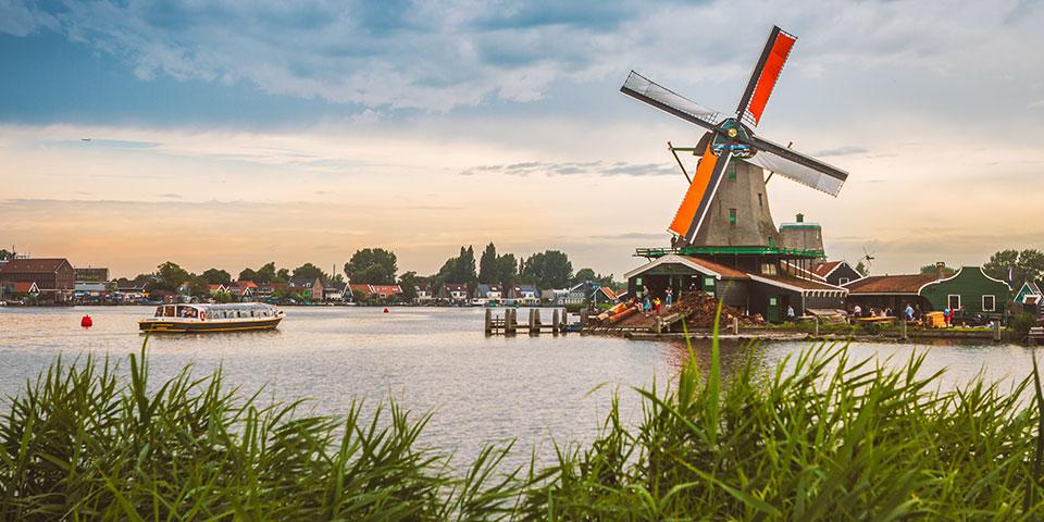 Zaandam lidt nord for Amsterdam.