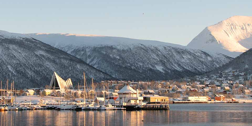 Den imponerende Ishavskatedral i Tromsø.