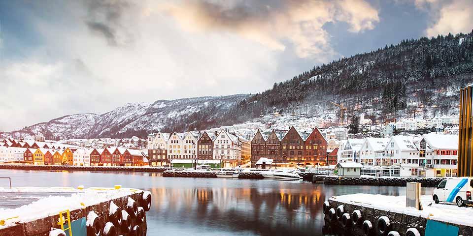 Bryggen i Bergen i smukke vinterklæder.