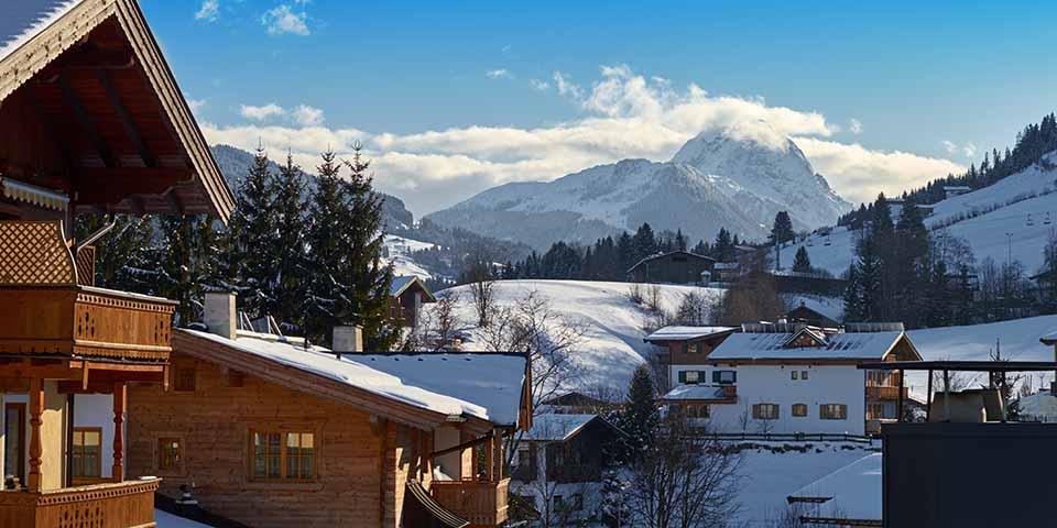 I baggrunden ses Kitzbüheler Horn, det højeste bjerg i området.