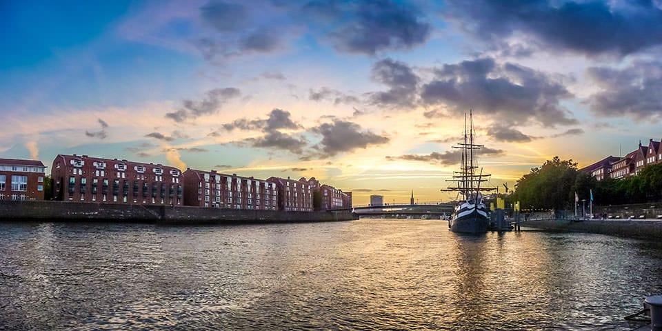 Solen går ned bag Bremerhaven