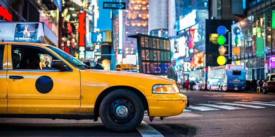 Times Square i New York med de mange lysreklamer.