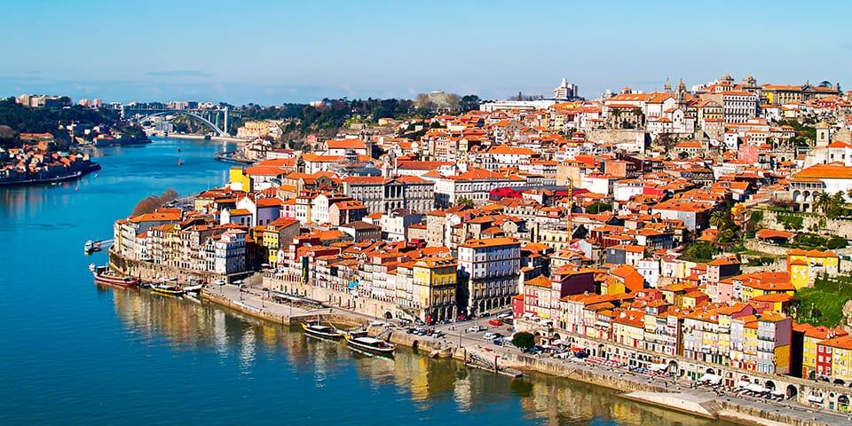 I Porto mødes vi af farvestrålende huse, både og kakler.