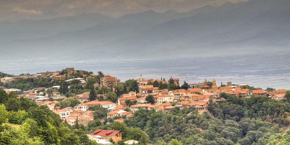 Kakheti ligger højt og med udsigt til Store Kaukasus-bjergene.