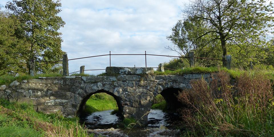 Gejlåbro med sine smukke granitstensbuer.