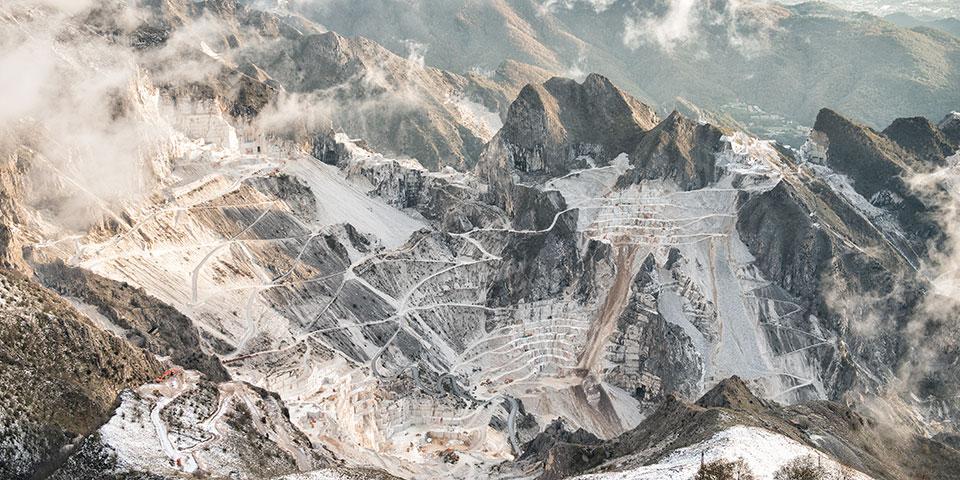 Udsigt over marmorbruddet i Carrara.