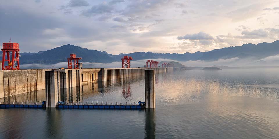 De Tre Slugters Dæmning er verdens største.