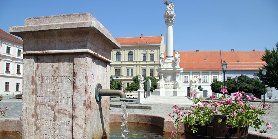 Det hyggelige torv i Osijek i Kroatien.
