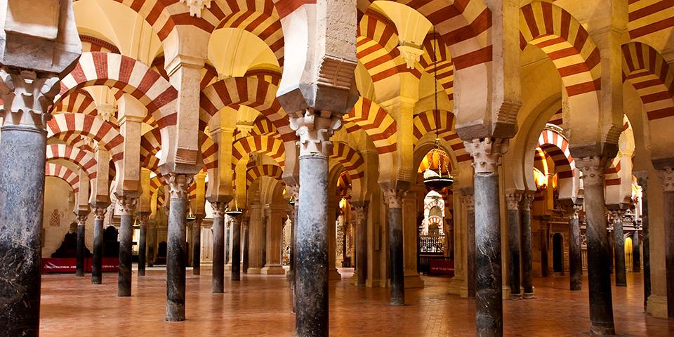I Córdoba besøger vi moskéen La Mezquita.