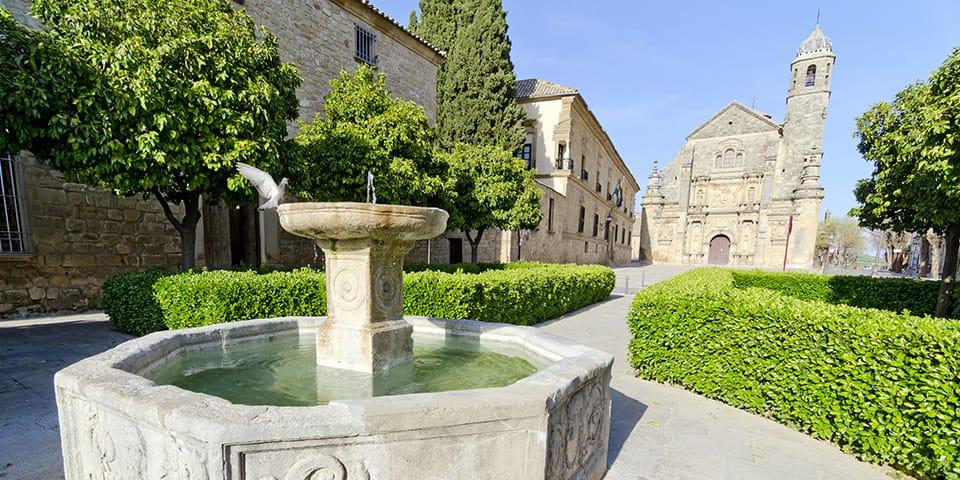 Den smukke kirke Capilla del Salvador i Úbeda.