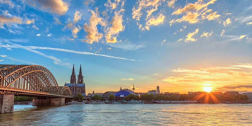 Køln med den ikoniske aftegning af Kölner Dom.