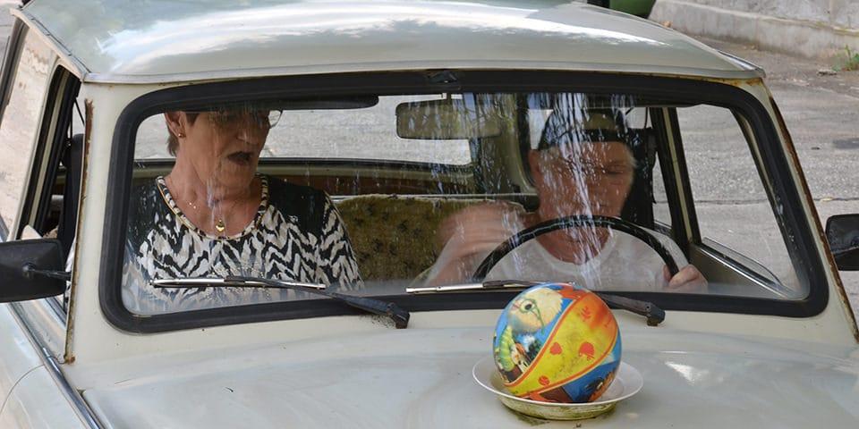 På hotellet kan du få kørekort til en vaskeægte Trabant.