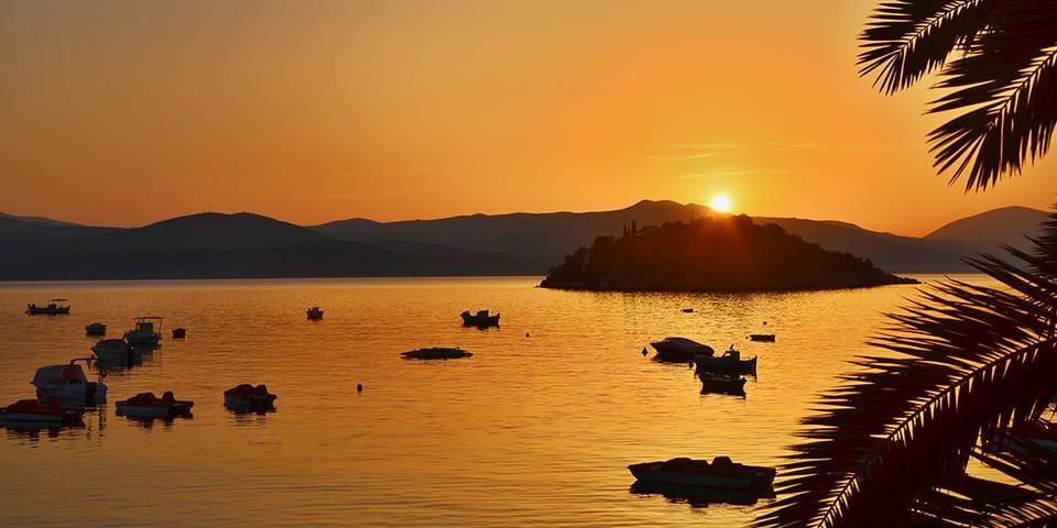 Solnedgang over Den Argoliske Bugt.