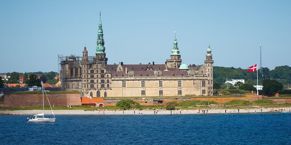Med Kronborg om styrbord.