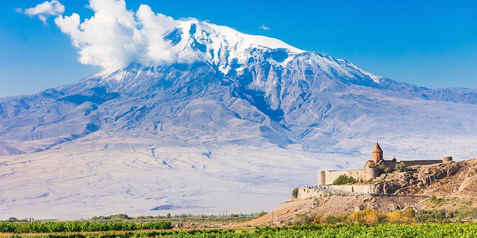 Pilgrimsklostret Khor Virap med Ararat-bjerget i baggrunden.
