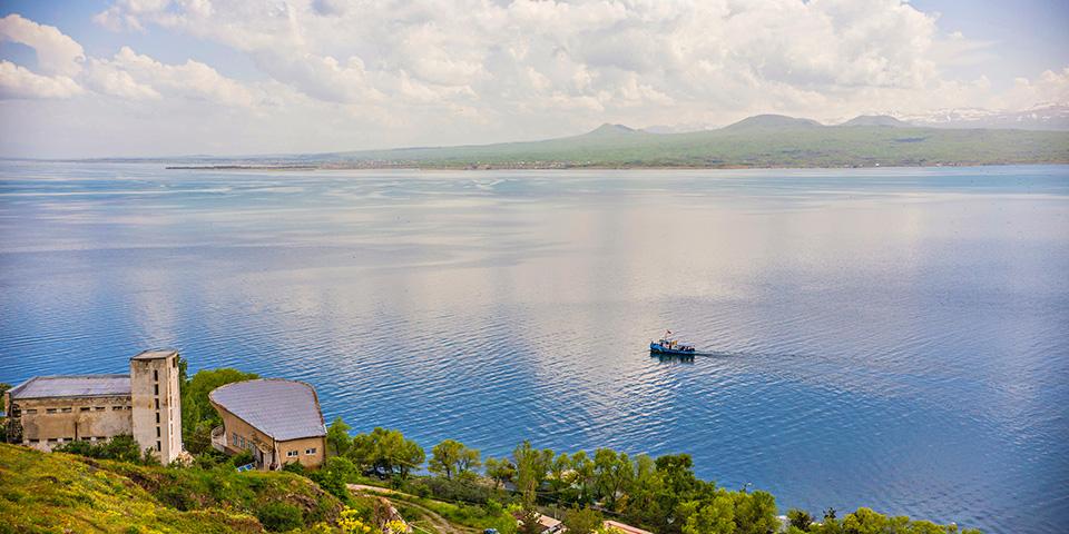 """Sevansøen - Armeniens """"Blå øje""""."""