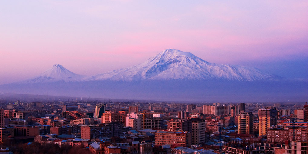 Jerevan med Ararat-bjerget i baggrunden.