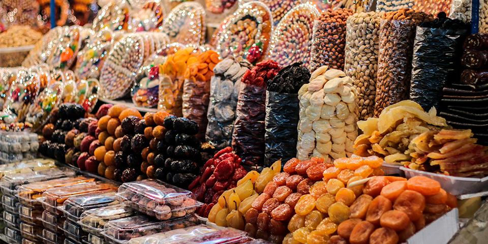 Tørret frugt på marked.