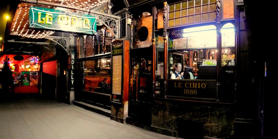 Den berømte café Le Cirio.