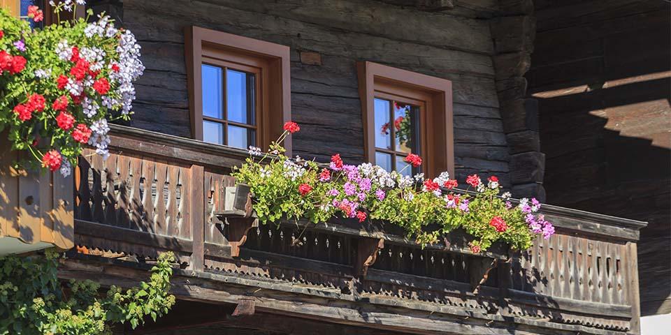 De smukke blomsterkasser pynter overalt i Tyrol.