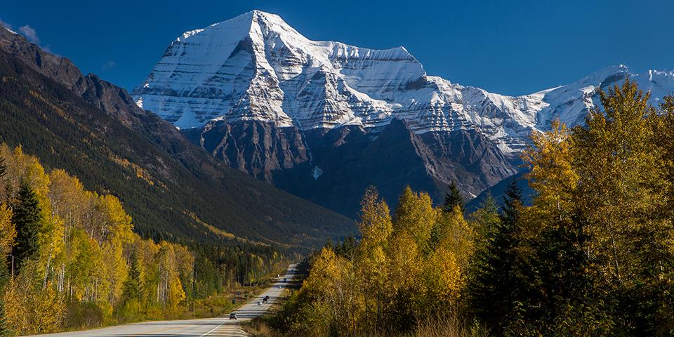 Vi kører mod majestætiske Mount Robson.