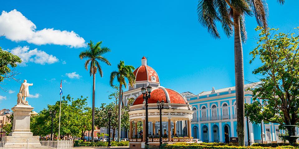 Blå himmel over UNESCO-byen Cienfuegos.