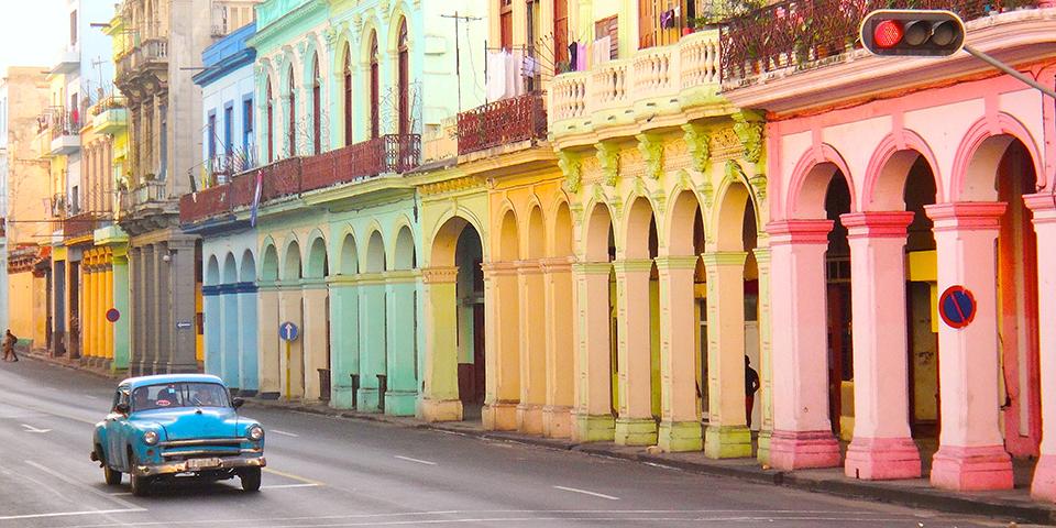 Farverige bygninger i Havana.