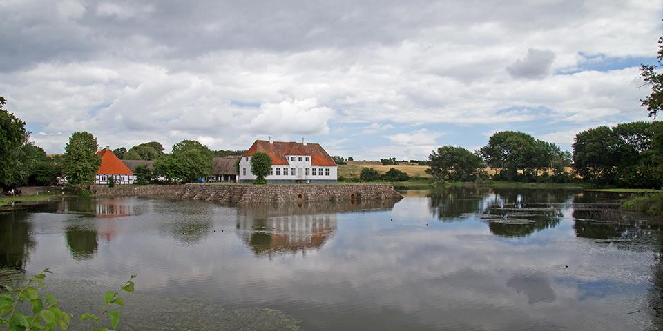 Den gamle herregård Søbygaard.