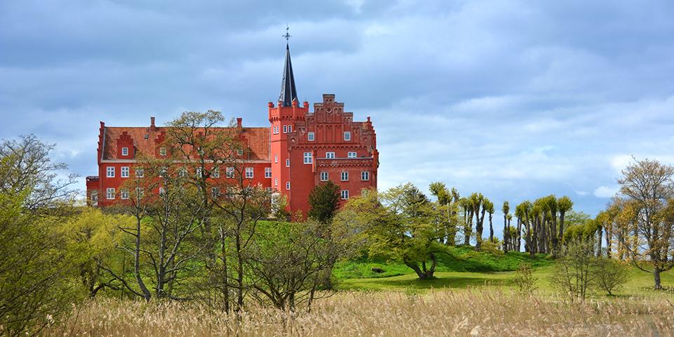 Det imponerende Tranekær Slot.