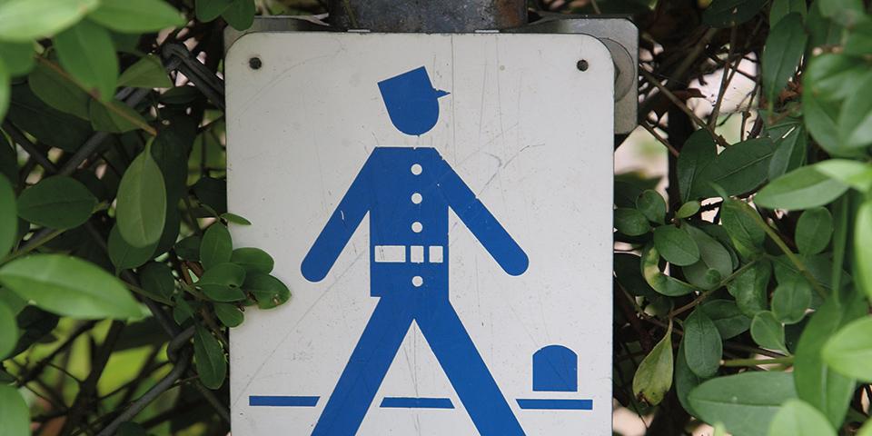 På vores vandreture følger vi skiltene med den blå gendarm.