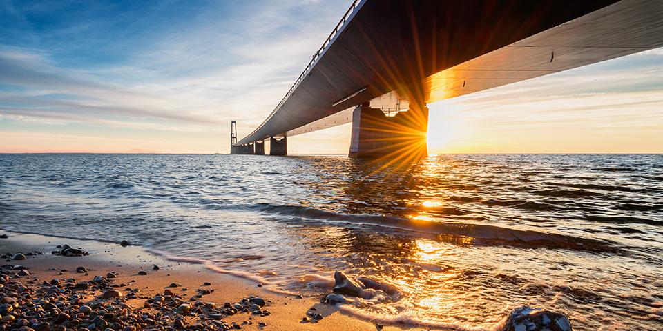 Solnedgang ved Storebæltsbroen.