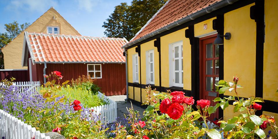 Det hyggelige gamle Østerby-kvarter med de skagensgule huse.