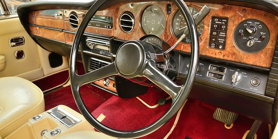 På Automobilmuseet kan du opleve den vidunderlige Bugatti Royale, Rolls Royces og Ferraris.