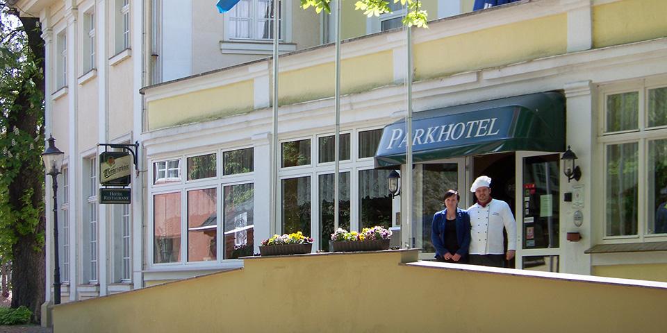 På Parkhotel byder Mandy og Christoph Morgenstern velkommen.