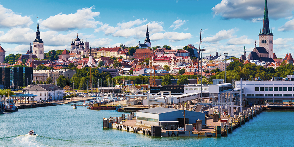 Tallinn set fra havnen.