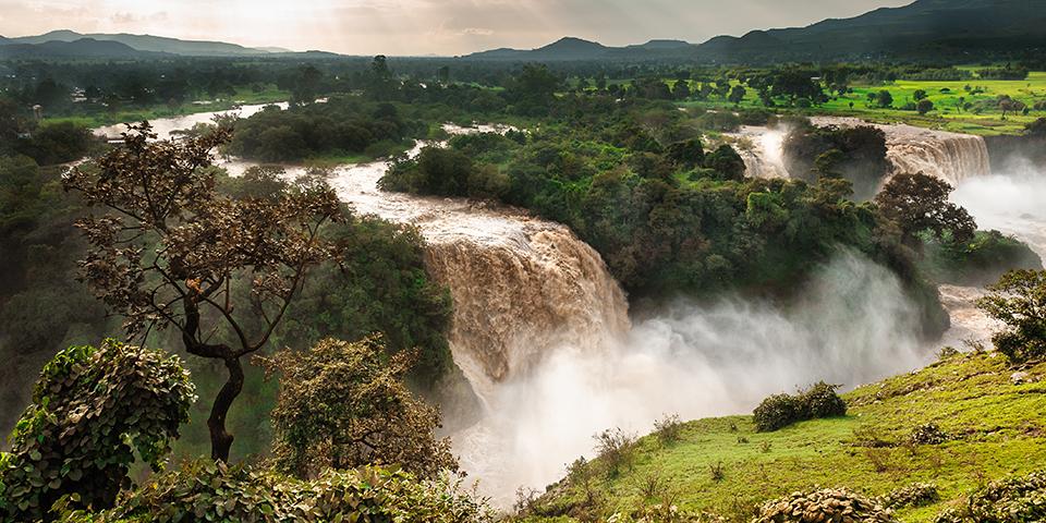 Blå Nil vandfaldet som nærmest er en miniudgave af Victoria Falls.