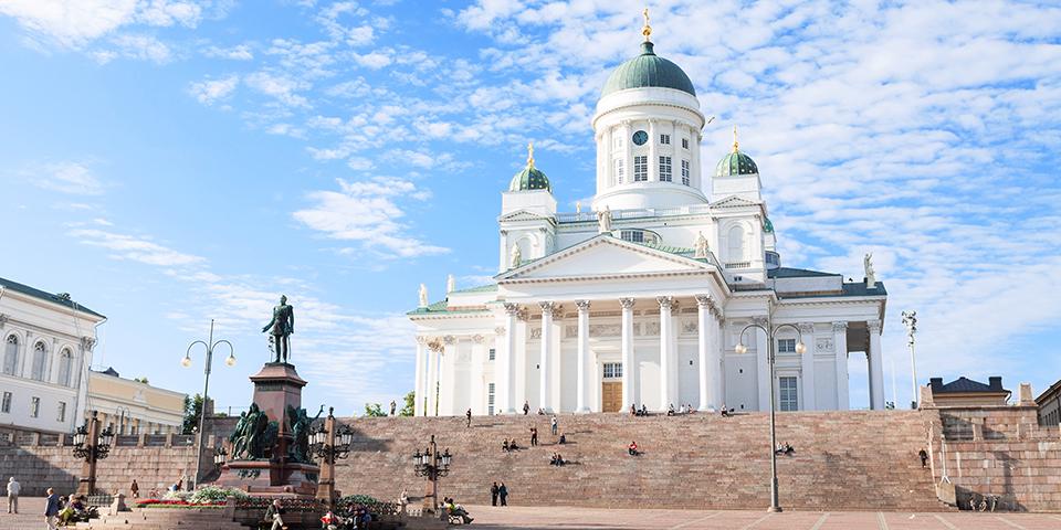 Senatspladsen med Helsinkis hvide katedral.