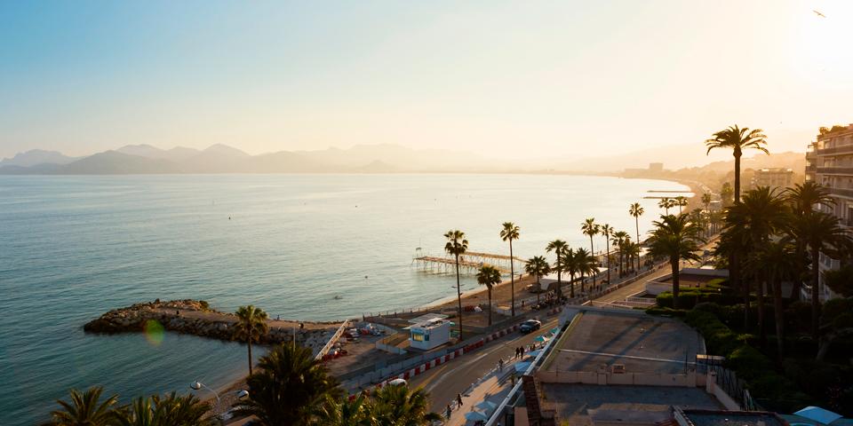 Solnedgang bag berømte Cannes.