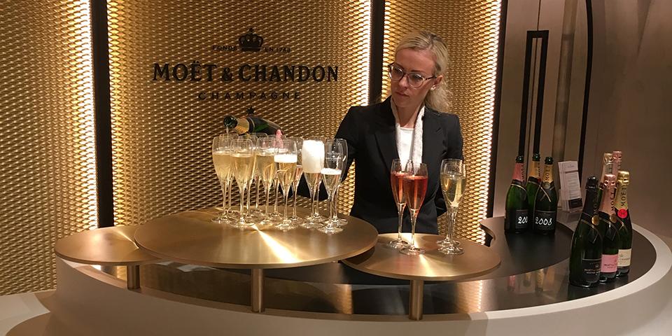 Champagnesmagning hos Moet & Chandon.