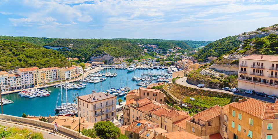 Klippebyen Bonifacio på Korsika.